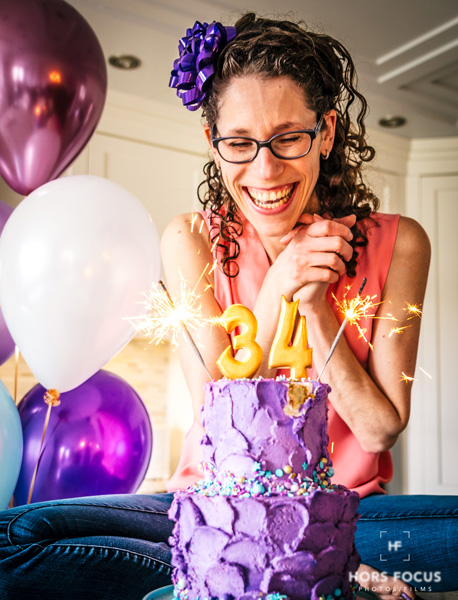 Photo session smash the cake adult version with a purple buttercream cake made by Le Sucre au Four