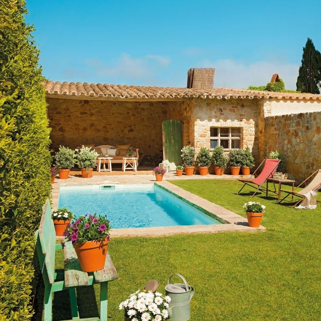 country houses with pool