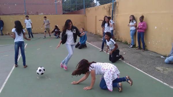 amoeba play with ball