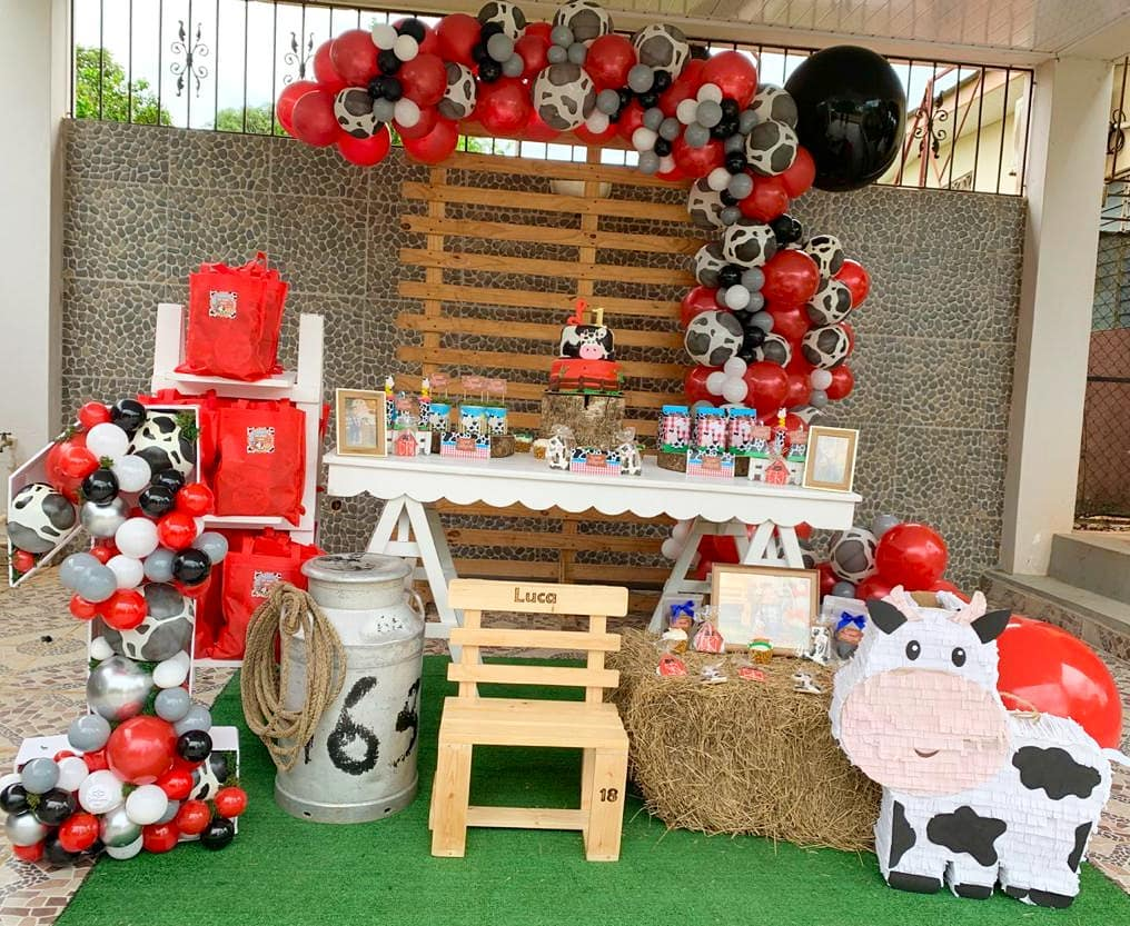 Decoration with cows