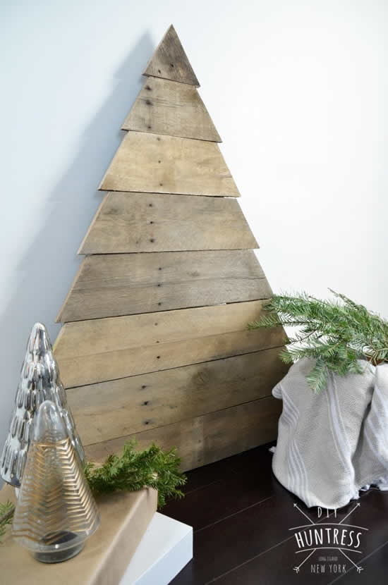 See beautiful Linda Christmas Trees with pallets
