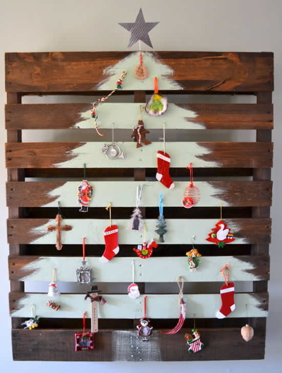 Beautiful Christmas tree with pallets