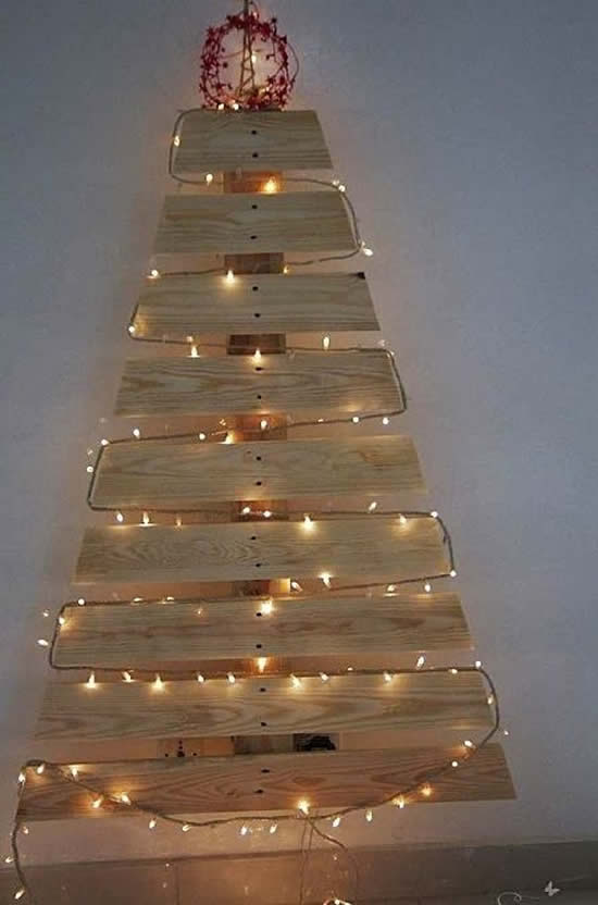 Christmas tree with pallets and blinker