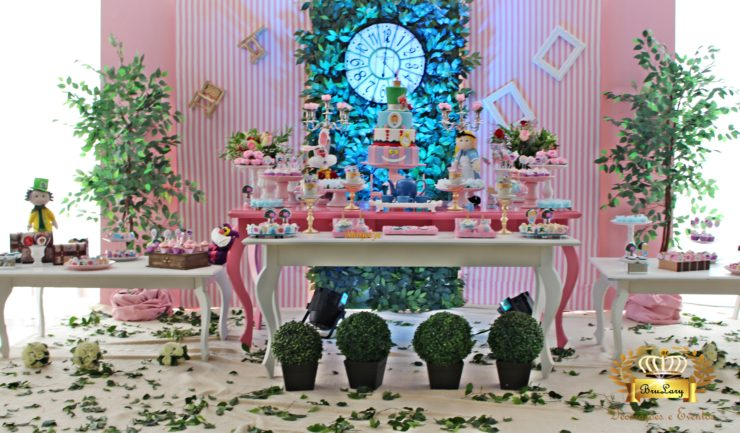 Decoration Ideas for Alice in Wonderland Party